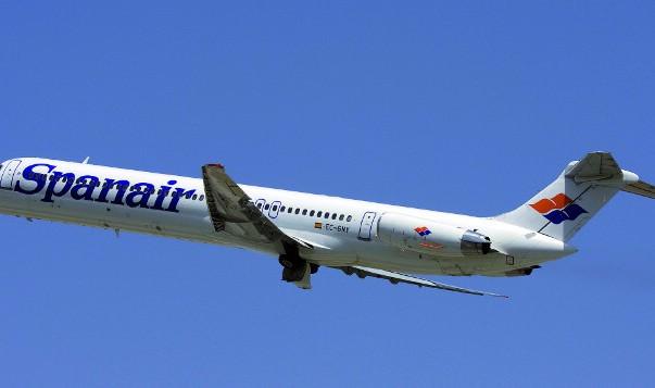 Avión Spanair volando