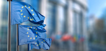 "<span style=""color: #619A88; font-weight: bold; "">La banca ètica</span> demana pas a Europa"