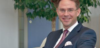 """Entrevista a <span style=""""color: #619A88; font-weight: bold; """">Jyrki Katainen,</span></span> Vicepresident de la Comissió Europea i comissari europeu d'Ocupació, Creixement, Inversió i Competitivitat"""