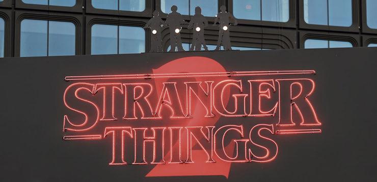 "<span style=""color: #829C92; font-weight: bold;"">   Stranger Things:</span>¿el mundo al revés?"